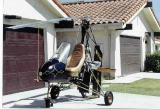 Здесь явно живет пилот-любитель автожира